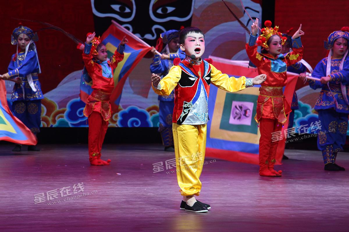 雨花区砂子塘吉联小学的《说唱脸谱》获得二等奖.
